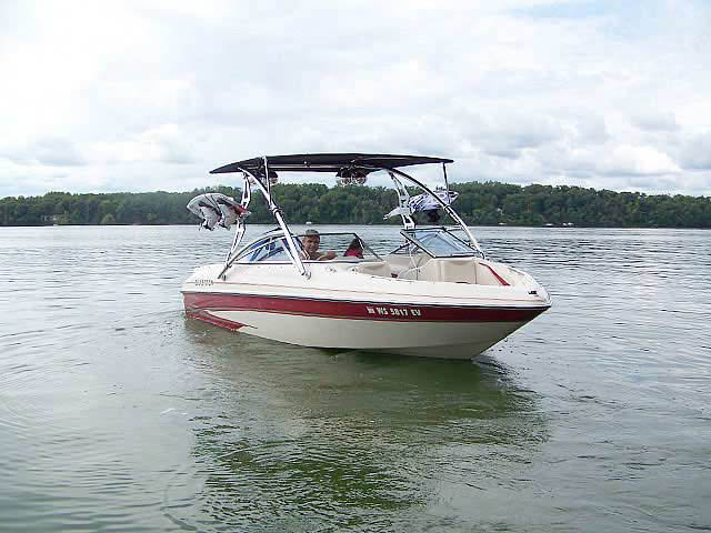 2000 Glastron GX205 boat wakeboard towers