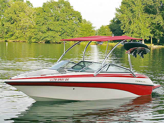 2003 Crownline 192BR boat wakeboard towers