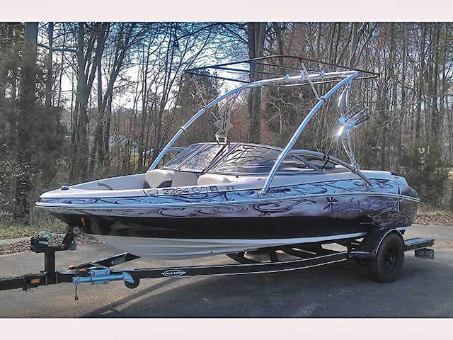 2005 Tahoe Q4 boat wakeboard towers