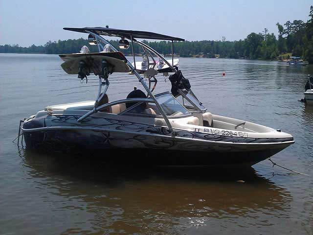 2005 Tahoe Q4 boat wakeboard tower