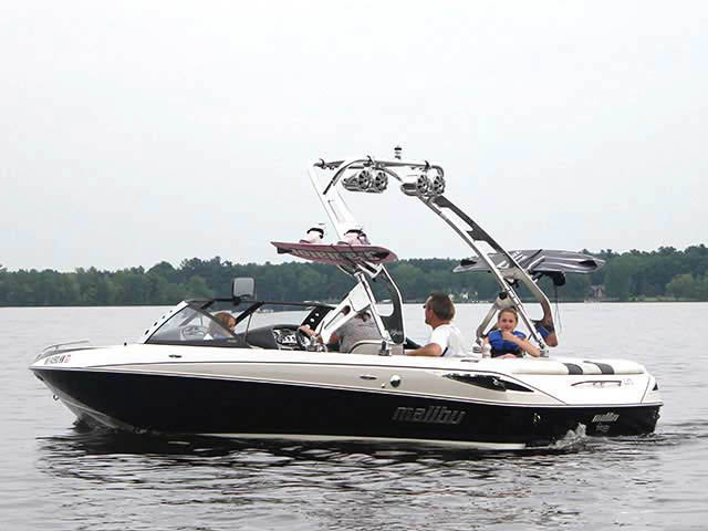2007 Malibu Sunscape boat wakeboard tower