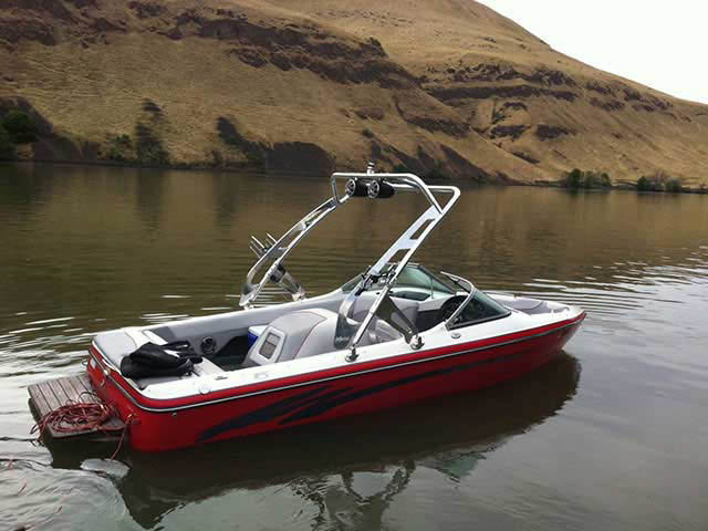 2005 Ski Centurion T5 Comp boat wakeboard towers