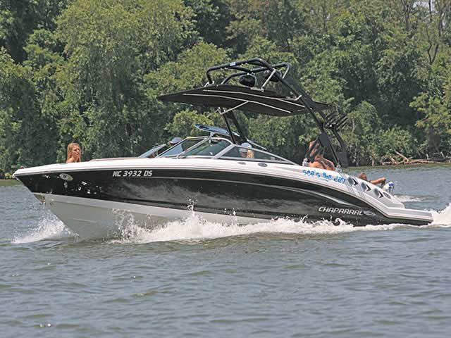 2011 Chaparral 226 SSI boat wakeboard towers