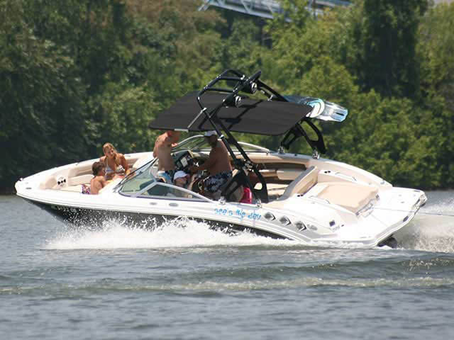 2011 Chaparral 226 SSI boat wakeboard tower