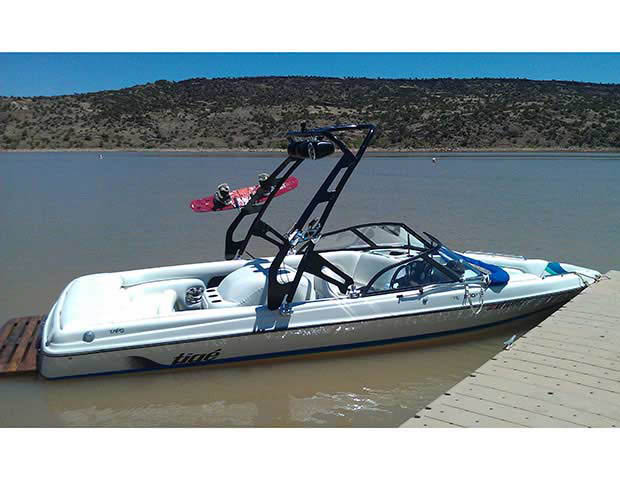 1998 Tige 2200iwt boat wakeboard towers