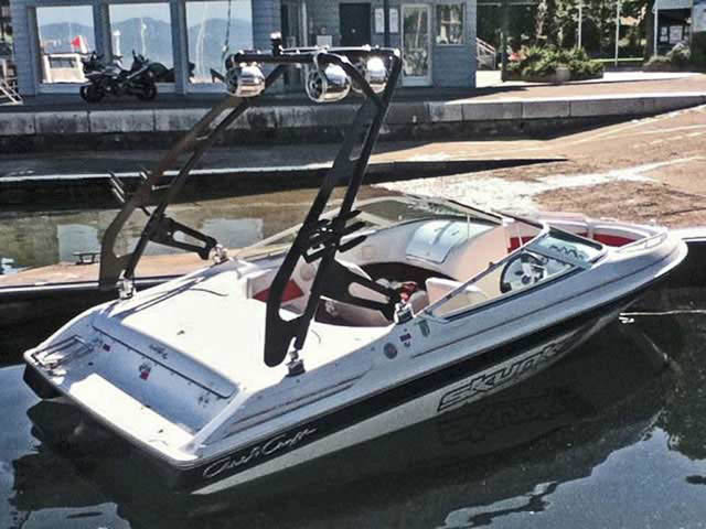 Chris-Craft boat wakeboard tower