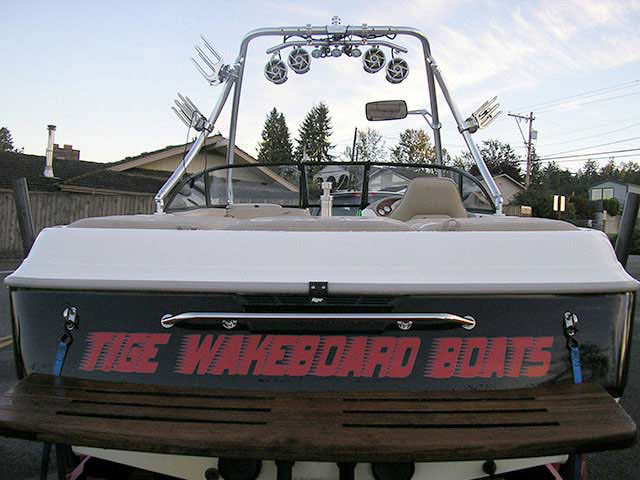 1999 Tige 2100V Limited boat wakeboard towers