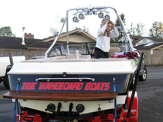 1999 Tige 2100V Limited boat wakeboard tower