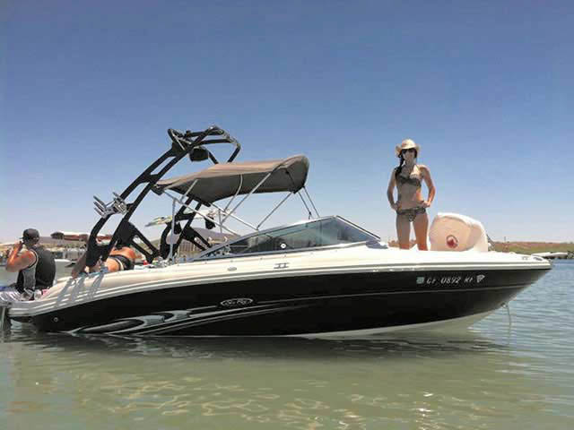2005 SeaRay select 200 boat wakeboard towers