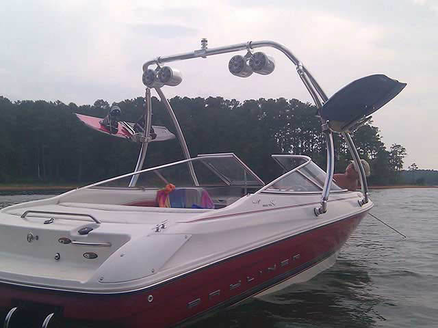 1997 Bayliner Capri boat wakeboard towers