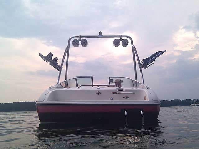 1997 Bayliner Capri boat wakeboard tower