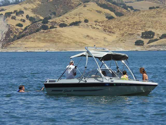 1986 Sea Swirl Tempo boat wakeboard towers