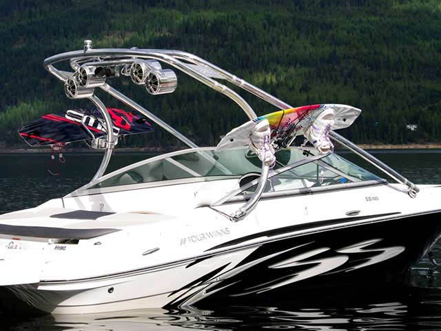 Four Winns boat wakeboard tower