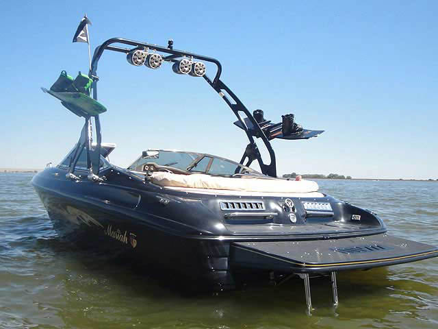 1998 mariah Z202 boat wakeboard towers