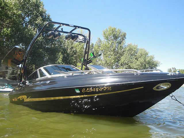 1998 mariah Z202 boat wakeboard tower