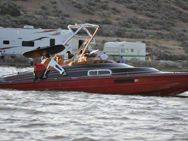1977 Cordova boat wakeboard tower