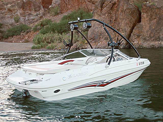 2006 Larson boat wakeboard towers