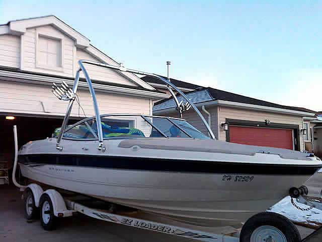 2003 Bayliner 205  boat wakeboard towers