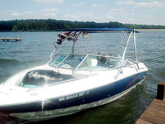 2005 Chaparral 220ssi boat wakeboard towers
