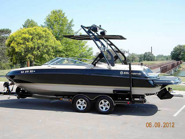 2002 Bryant 232 boat wakeboard towers