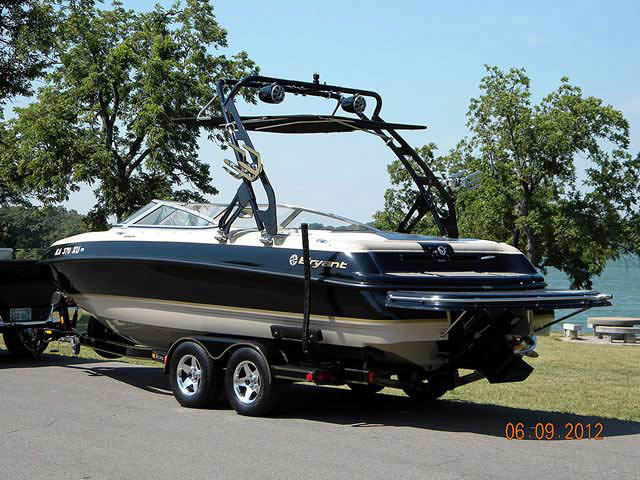 2002 Bryant 232 boat wakeboard tower