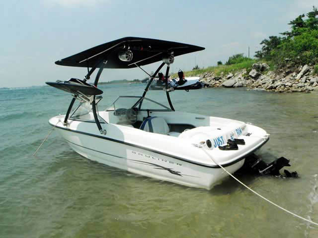 2005 Bayliner 175BR boat wakeboard tower