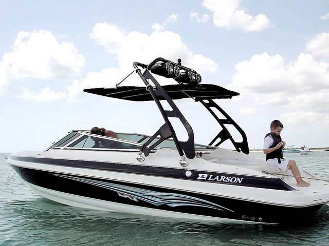 2007 Larson 228 LXI boat wakeboard towers