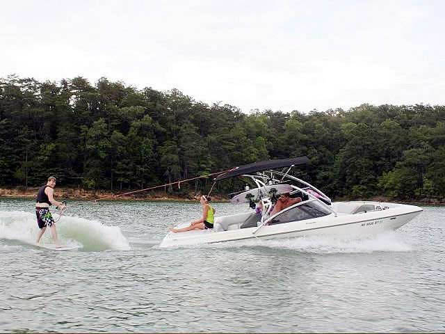 2000 Tige 21V boat wakeboard tower