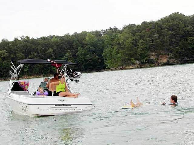 2000 Tige 21V boat wakeboard tower