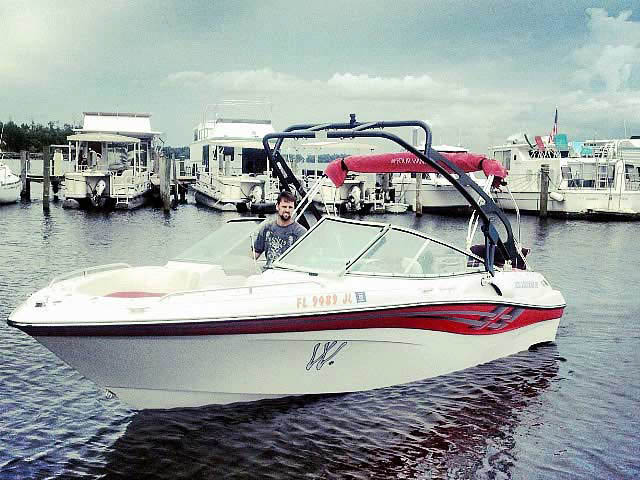 2000 Four Winns 210 horizon boat wakeboard towers