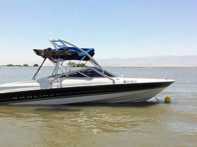1997 Bayliner Capri 2050ls boat wakeboard towers