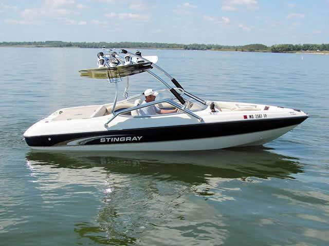 2001 Stingray 190 FS boat wakeboard towers