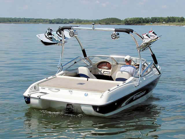 2001 Stingray 190 FS boat wakeboard tower