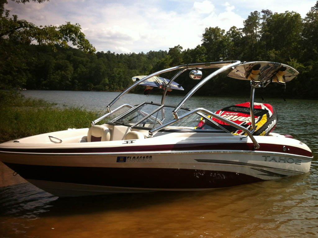 2008 Tahoe Q5i boat wakeboard towers