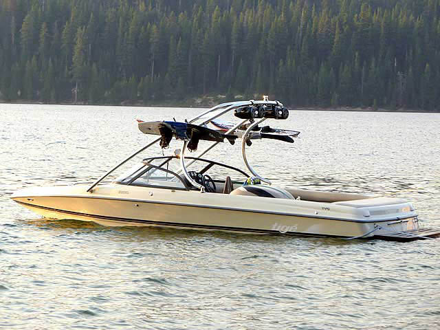 1999 Tige 2200i boat wakeboard towers
