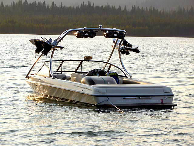 1999 Tige 2200i boat wakeboard tower