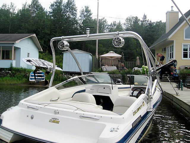 1996 Celebrity boat wakeboard tower