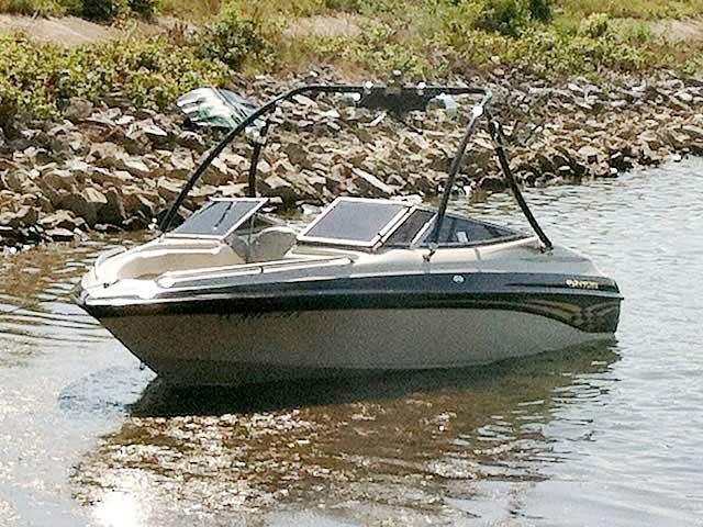 2000 Crownline 202 boat wakeboard tower