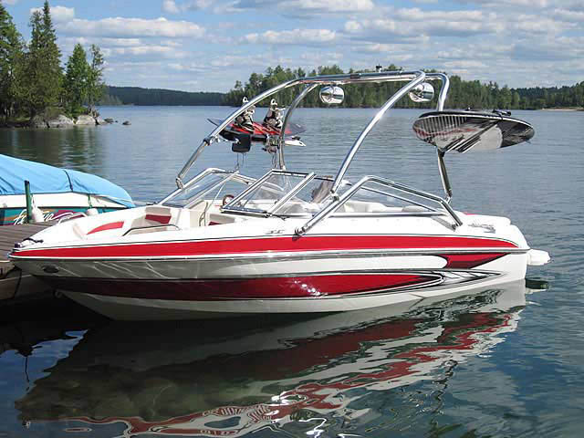2010 Glastron GT185 boat wakeboard towers