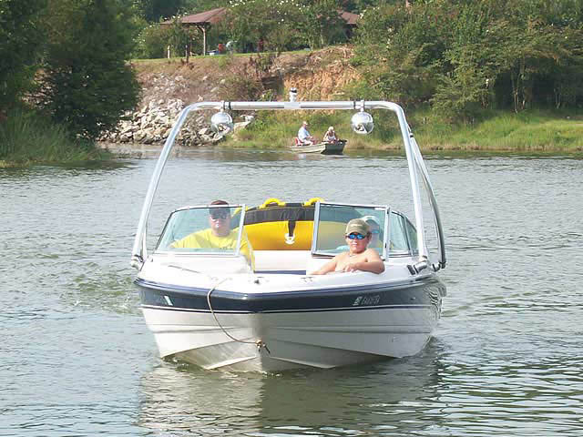 1995 Chaparral 1930 SS boat wakeboard tower