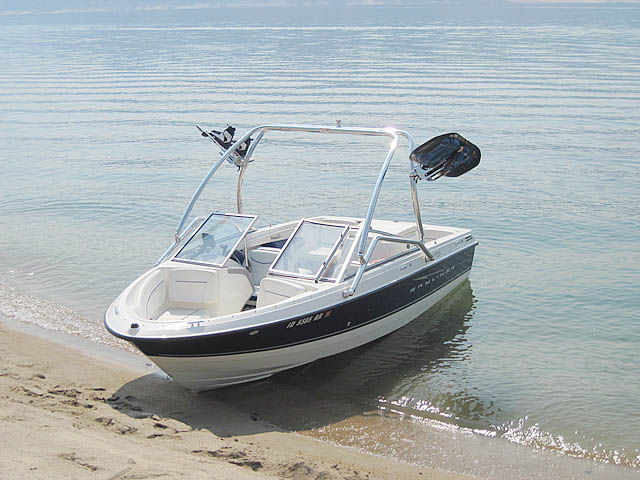 2008 Bayliner Discovery 195 boat wakeboard towers