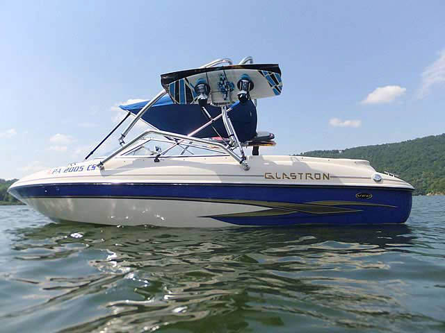 2003 Glastron GX205 boat wakeboard towers