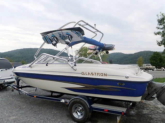 2003 Glastron GX205 boat wakeboard tower