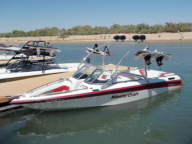 1992 Mastercraft Maristar boat wakeboard tower