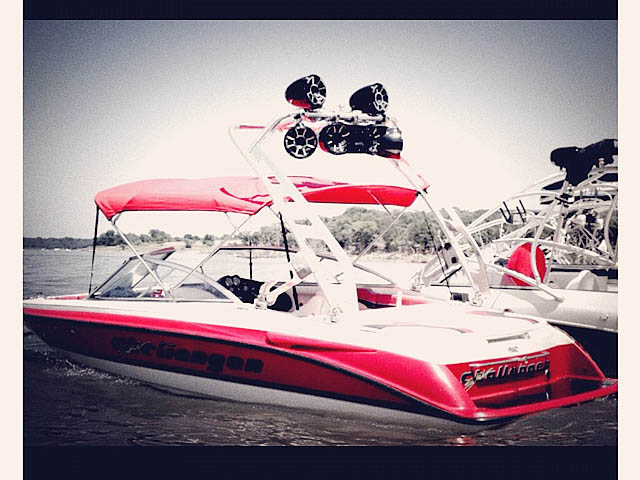 1996 Ski Challenger boat wakeboard towers