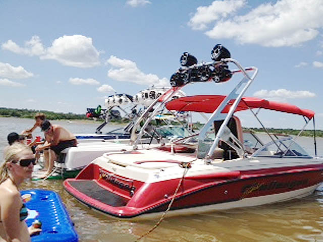 1996 Ski Challenger boat wakeboard tower