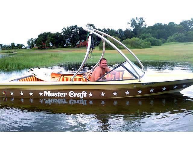 1982 STARS N STRIPES 190 boat wakeboard towers