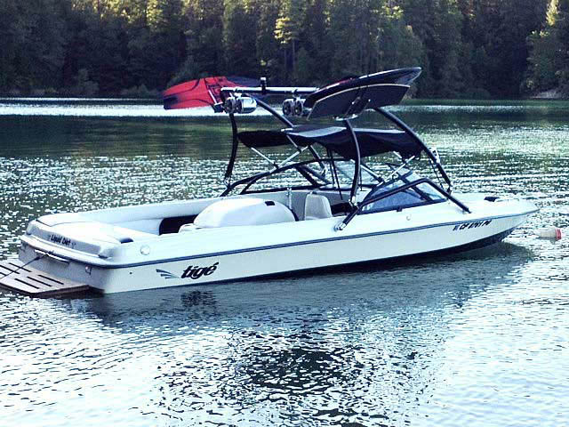 1998 Tige pre2200i boat wakeboard towers