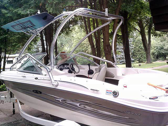 2005 Sea Ray 180  boat wakeboard towers