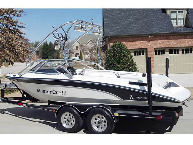 1989 Mastercraft TriStar 190 boat wakeboard towers